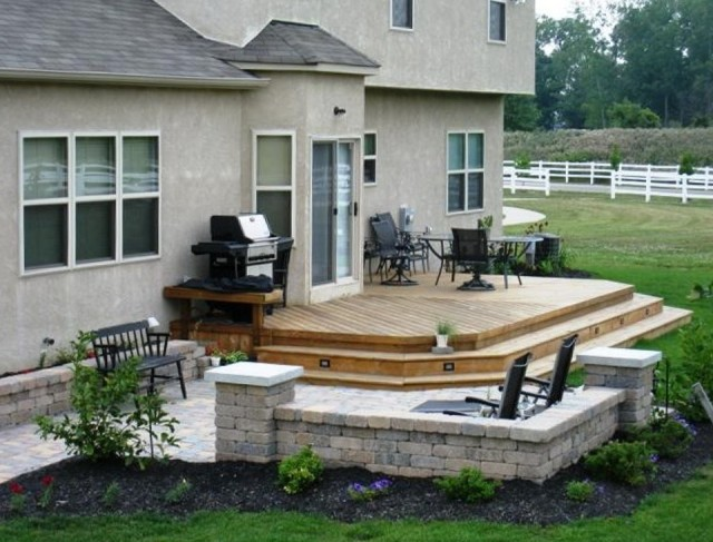 deck-and-patio-ideas-for-small-backyards-640x487